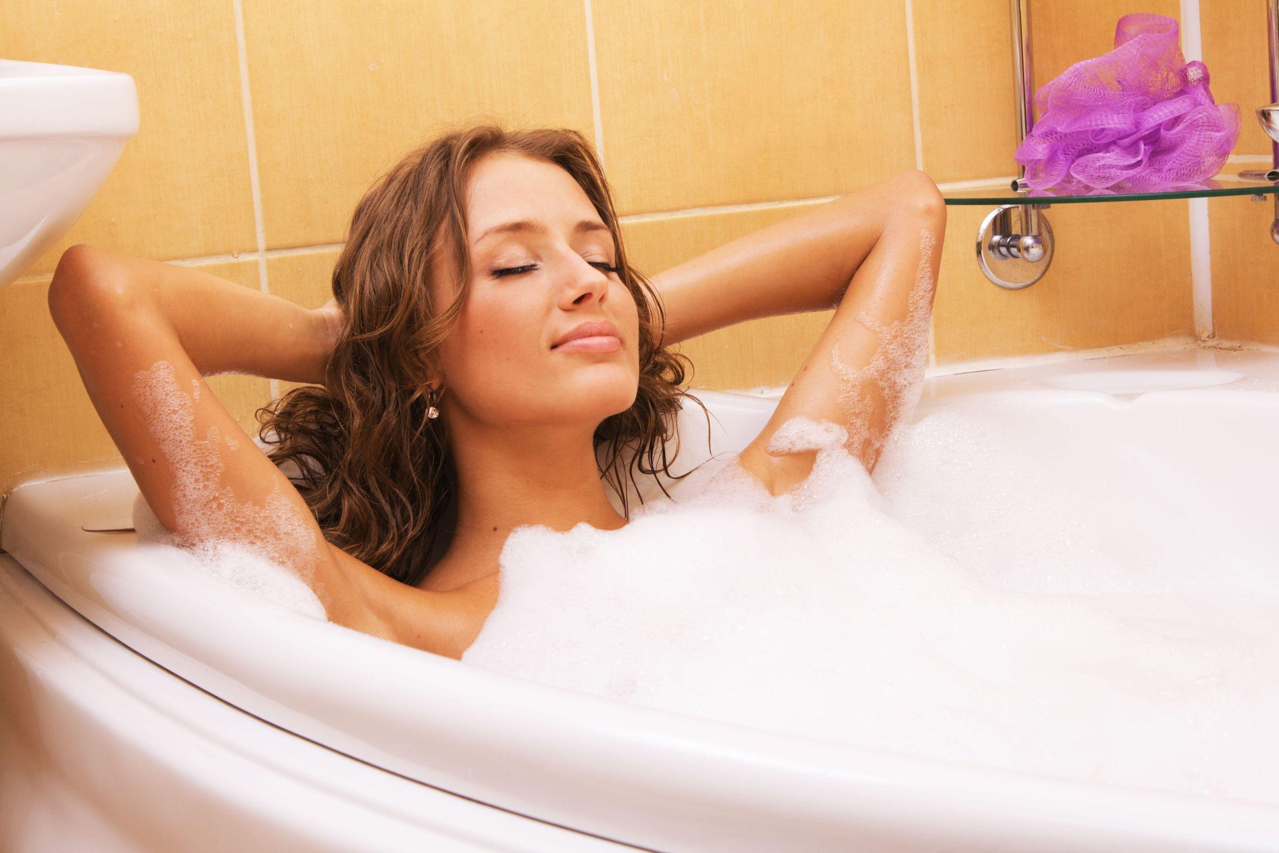 sexo-banho-banheira-mulher-relax-spa