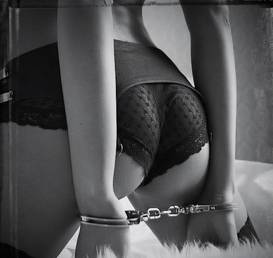 handcuffs-BW-j95