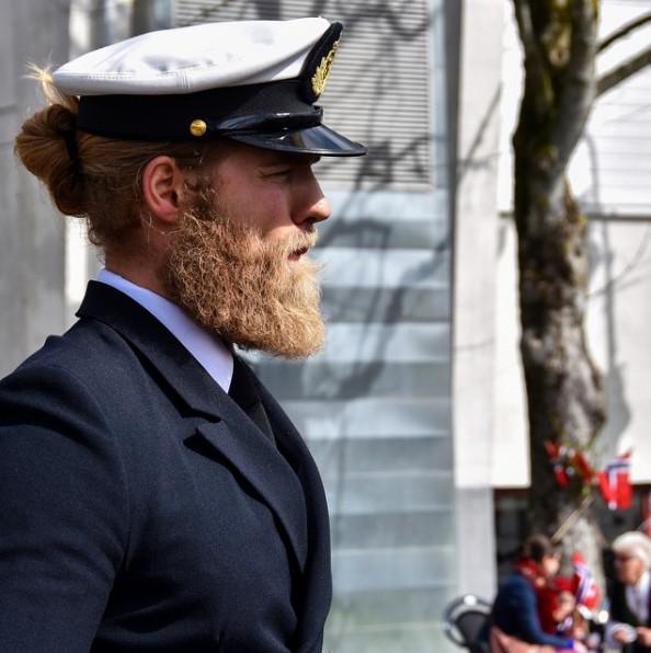 o_tenente_da_marinha_norueguesa_que_esta_a_enlouquecer_a_internet_2